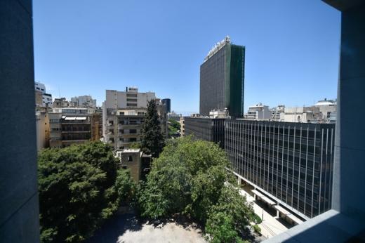 Office Space in Ras-Beyrouth - عيادة مزدوجة للإيجار