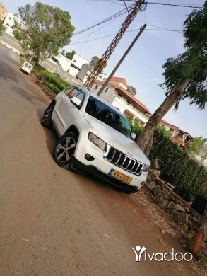 Jeep in Nabatyeh - Jeep laredo 2011 clean carfax se3er 7elo
