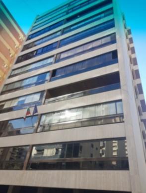 Apartments in Rawche - شقة للبيع في الروشة