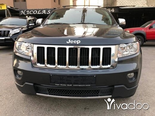 Jeep in Bouchrieh - Clean carfax 2011 Laredo V6 4x4 in Excellent condition !