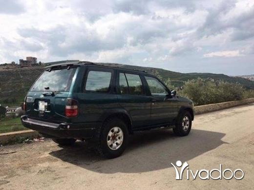 Nissan in Nabatyeh - باثفايندر ١٩٩٨ النبطية