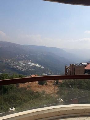 Villas in Aley - فيلا للبيع عالية رأس الجبل، مطلة على الوادي، مساحة 500م