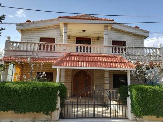 Villas in Zahleh - Well maintained villa for sale