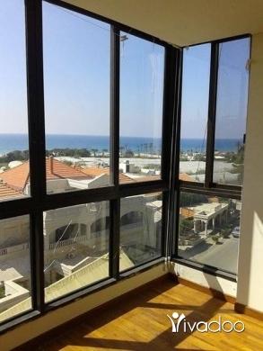 Apartments in Beirut City - شقة على الرميلة مقابل مطعم الكرم
