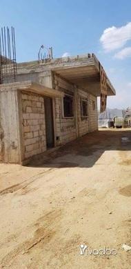 Apartments in Beirut City - بيت شبة جاهز ٢٦٠ متر بناء مع ٧٦٠ متر ارض للبيع