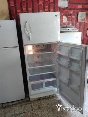Freezers in Abou Samra - براد نضيف كثير حجم كبير 24قدم