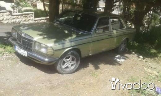 Mercedes-Benz in Deir el-Moukhales - سياره مرسيدس. لف 230 انقاذ كتير نضيفه موديل 79