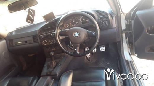 BMW in Beirut City - BMW بوي الى محبي السباق السيارة خارقة نظافة