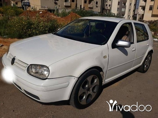 Volkswagen in Bouchrieh - Golf 4 2000