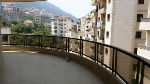 Apartments in Jounieh - Apartment in Haret Sakher for rent 160m2