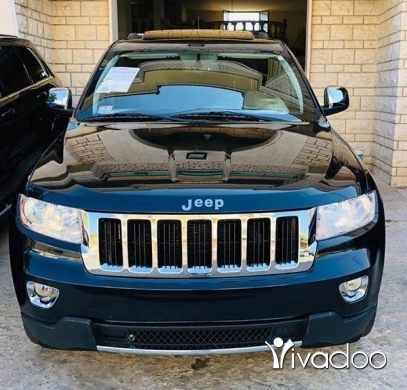 Jeep in Aldibbiyeh - Grand Cherokee 2013 laredo 4x4 in excellent condition