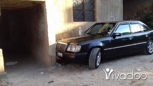 Mercedes-Benz in Akkar el-Atika - ٣٠٠ موديل ٨٦ انقاض سيارة نضيفة