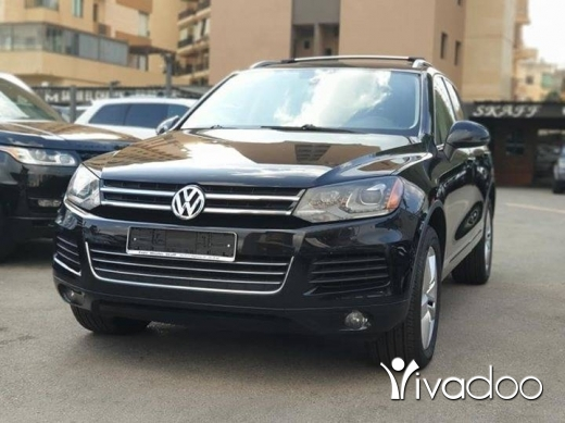 Volkswagen in Beirut City - 2013 VW Touareg V6 4WD Clean carfax