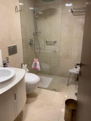 Apartments in Ras-Beyrouth - شقة للايجار 140م برملة البيضا