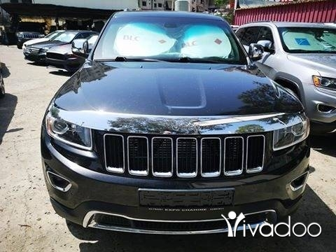 Jeep in Port of Beirut - Jeep cherokee laredo