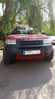Land Rover in Tripoli - land