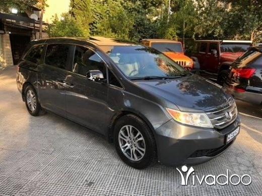 Honda in Tripoli - 2011 honda odyssey EXL fully loaded only 89,000 miles camera screen sunroof electric doors dvd !