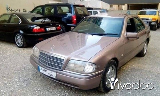 Mercedes-Benz dans Chiyah - mercedes c180