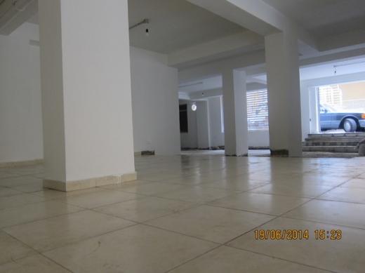 Office Space in Ain Mreisseh - للايجار صالة عرض اخر شارع بليس مساحة 180 م
