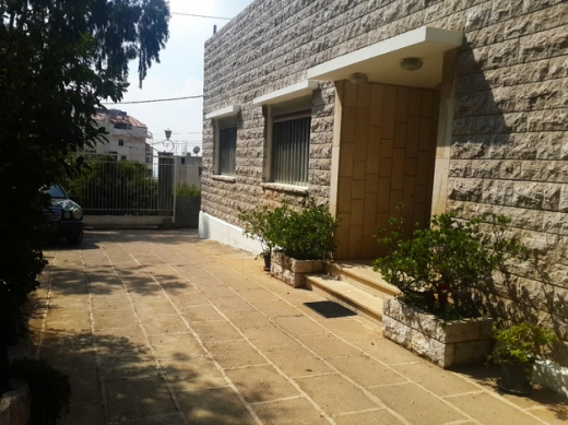Villas in Ballouneh - 600m2 Villa on a 1066m2 land in a calm neighberhood in Ballouneh for Sale