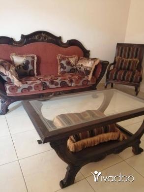 آخر في صيدا - صالون خشب زان طرابلسي شبه جديد مع طاولة