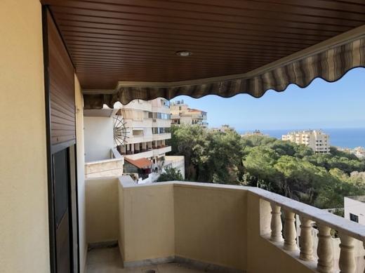 Apartments in Beirut City - شقة في بشامون حي المدارس للبيع طابق رائع جاهزة من كل شي