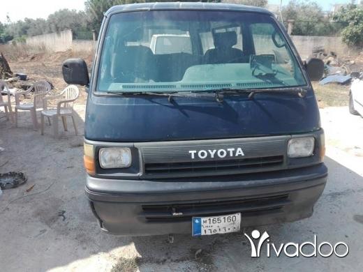 Vans in Nabatyeh - تويوتا موديل 90، انقاض