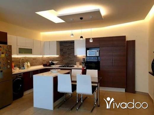 Apartments in Beirut City - للبيع شقة فخمة مفروشة بناء حديث في بيت مري ١٤٠ م / ٣ غرف نوم سعر مغري تل ٨١٨٩٤١٤٤