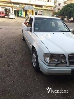 Mercedes-Benz in Menyeh - E 230 91