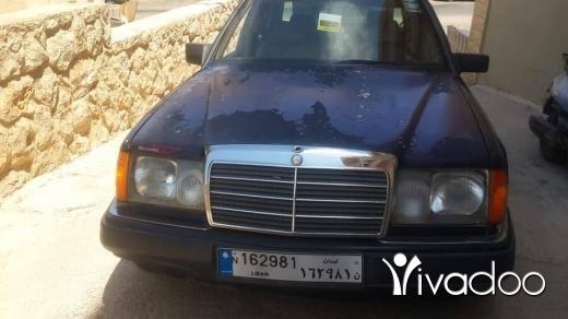 مرسيدس بنز في دامور - سيارة ٣٠٠