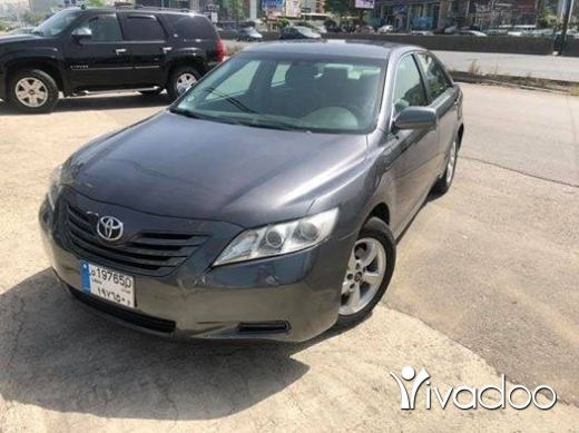 Toyota in Dbayeh - Toyota camry 2007 LE grey on grey super clean full option 0 acssident