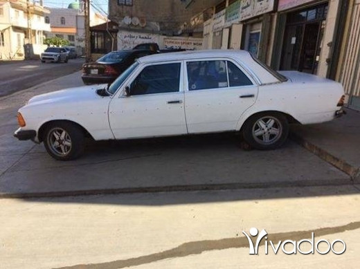 Mercedes-Benz dans Tripoli - ٢٣٠ لف