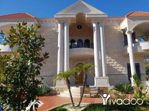 Villas in Beirut City - فيلا للبيع في سوق الغرب
