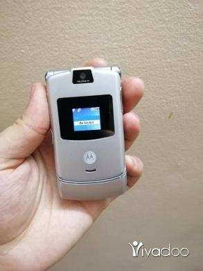 Nokia in Port of Beirut - Motorola V3 silver