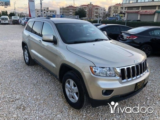 Jeep in Port of Beirut - Jeep grand cherokee laredo 2011 4x4