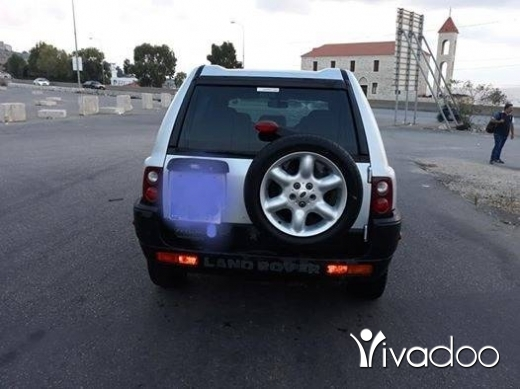 Rover in Beirut City - روفر ٢٠٠٢ انقاض