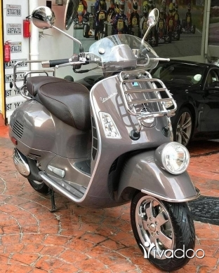 Barossa in Beirut City - Vespa GTV 300 2014
