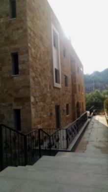Apartments in Reyfoun - شقه للبيع بريفون