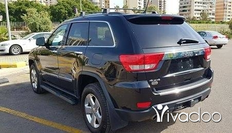 Jeep in Beirut City - Jeep Grand Cherokee Overland 2011- HEMI