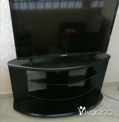 """TV Projectors in Beirut City - Hyundai TV led 40 """" with table for sale"""