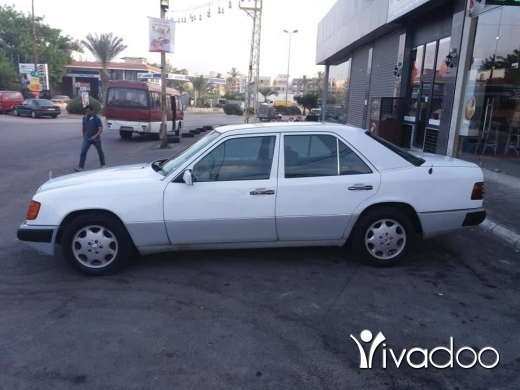 Mercedes-Benz in Port of Beirut - Mercedes w124 e220