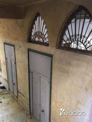 Apartments in Tripoli - منزل قديم وكبير مع حديقة بمساحة كاملة 377 - سند اخضر