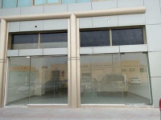 Shop in Mansourieh - محل للاجار في المنصورية طريق عام