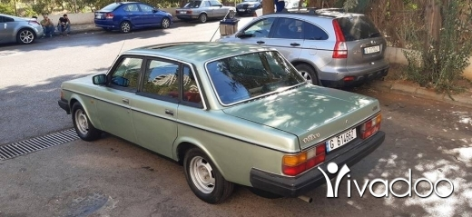 Volvo in Ain el-Remmaneh - Volvo 240 GLE