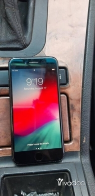 Apple iPhone in Baalback - Iphone 7 128 g kter ndefe wmosh mafkok ma3 3olbto
