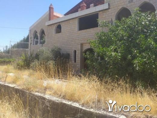 Apartments in Nabi Chiit - قصر للبيع بسعر مغري جدا بداعي السفر