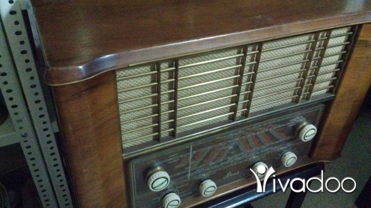 Other in Port of Beirut - Amazing old radio 70-80 years old, Oak wood, 60x50, Eccellent