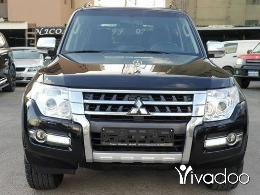 Mitsubishi in Beirut City - 2015 Pajero Black on Black / Perfect condition / Fully loaded / Original paint