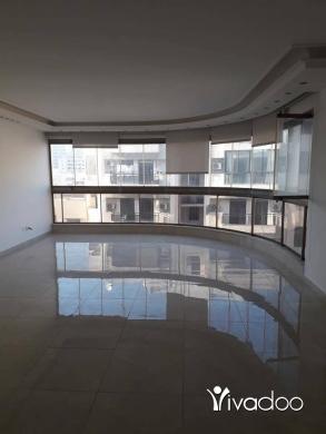 Apartments in Beirut City - شقة للبيع في الحمرا مساحة 180 متر