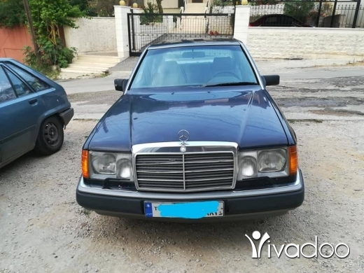 Mercedes-Benz in Tripoli - W124 E300